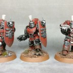 Drei Champions mit Schild - Front